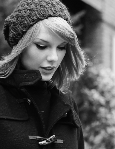 Taylor Swift wallpaper possibly containing a box coat, a pea jacket, and an overgarment called Taylor Swift