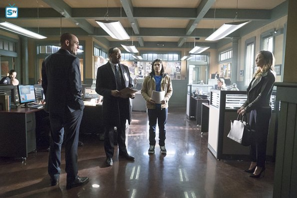 The Flash - Episode 1.19 - Who is Harrison Wells - Promo Pics