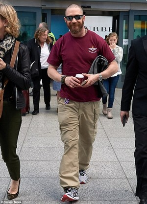 Tom Arrives at Heathrow on Monday (13.4.2015.)