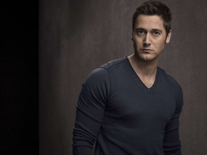 Tom Keen - Season 2 - Cast चित्र