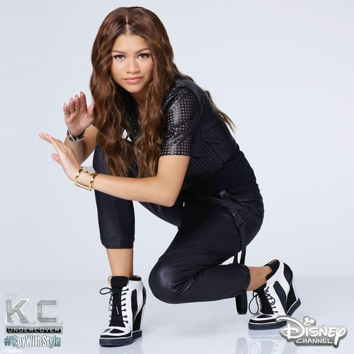 Zendaya Coleman wallpaper possibly containing a legging, a hip boot, and tights entitled Zendaya Coleman