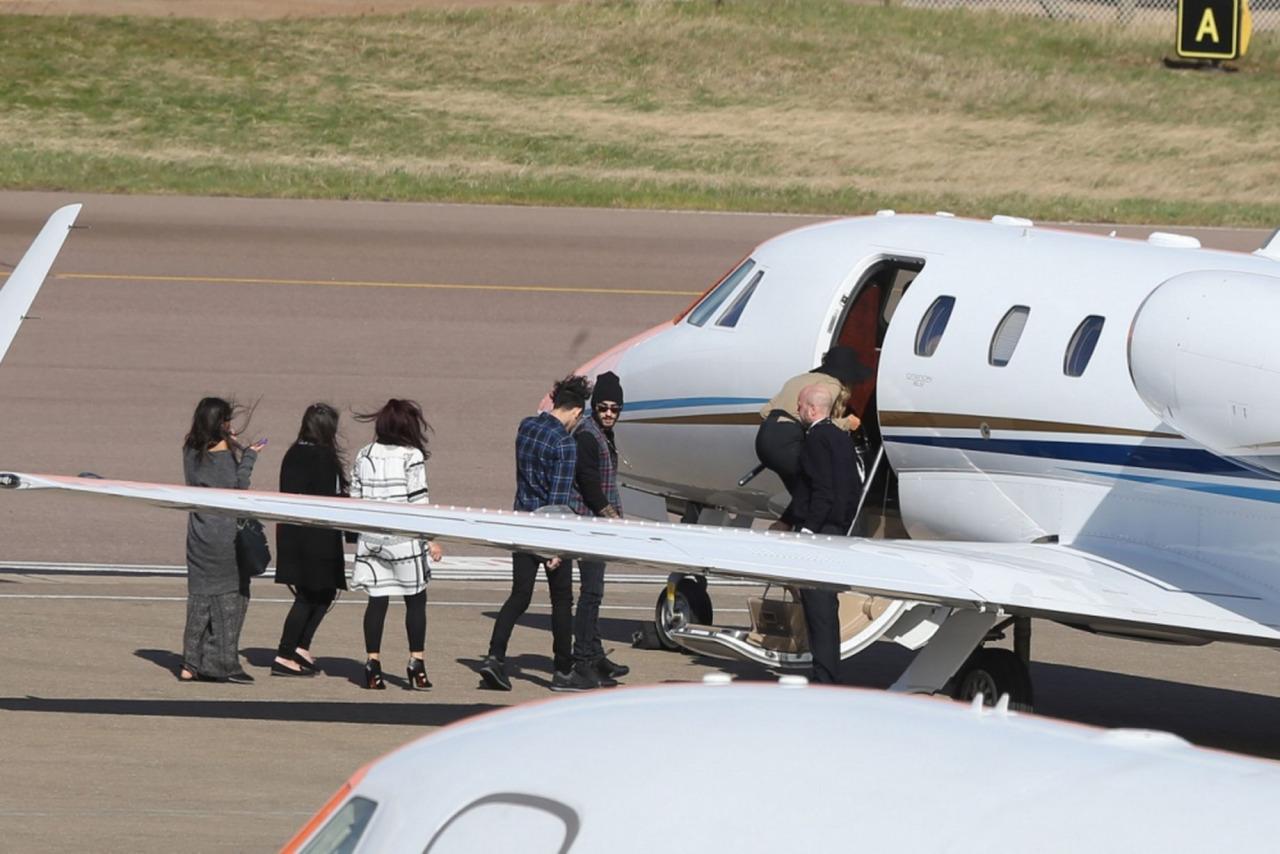 Zerrie Hop On Private Jet With Zayn39s Family  Zayn Malik Photo 38345059