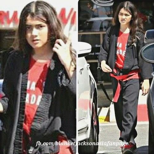 Blanket Jackson پیپر وال with a well dressed person and a business suit titled blanket jackson in calabasas 2015
