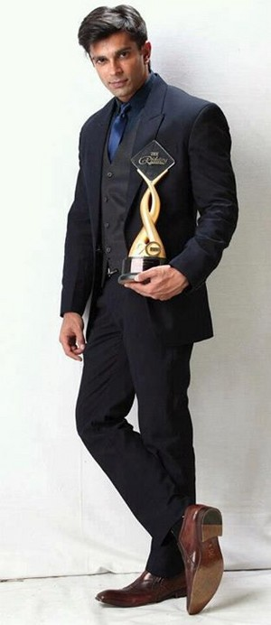 karan with award