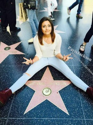 paris jackson visit michael jackson walk of звезда fame hollywood 2015
