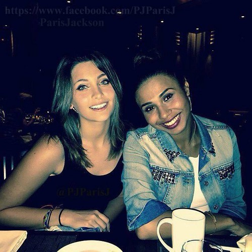 paris jackson fondo de pantalla containing a coffee break called paris jackson with her cousin genevieve jackson