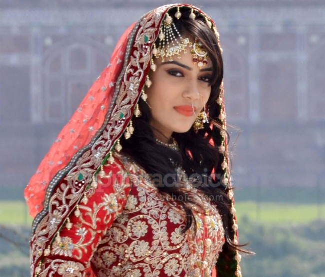 Qubool Hai zoya in nikahAsad And Zoya Real Name