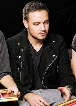 Liam Payne fond d'écran possibly containing a sign and a newspaper entitled Liam