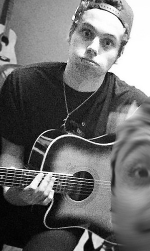 luke hemmings wallpaper with an acoustic violão, guitarra titled Luke