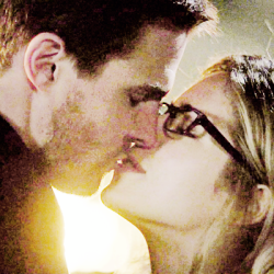 Oliver & Felicity দেওয়ালপত্র possibly with a portrait titled ♥