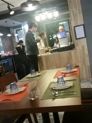 """150504 IU at """"Good Makanan Day"""" Cafe"""