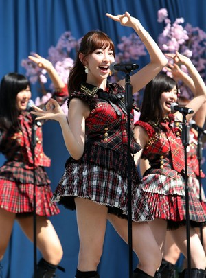 AKB48にニューヨーカー大興奮!小嶋陽菜、6年ぶり公演に笑顔! - シネマト�