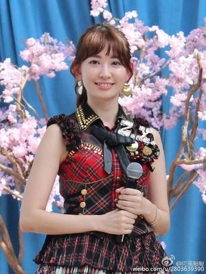AKB48にニューヨーカー大興奮!小嶋陽菜、6年ぶり公演に笑顔!