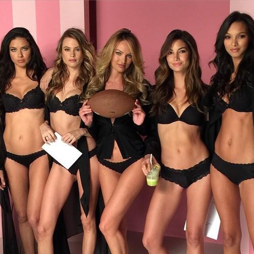 ऐड्रीयाना लीमा वॉलपेपर containing a bikini titled Adriana Lima