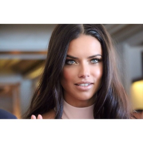 adriana lima wallpaper probably containing a portrait called Adriana Lima