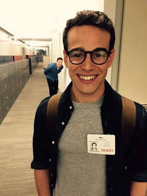 Alberto Rosende as Simon (Tv Show)