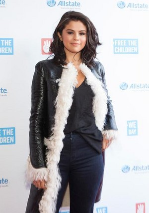 April 30th Selena on the red carpet at We 日 Illinois.