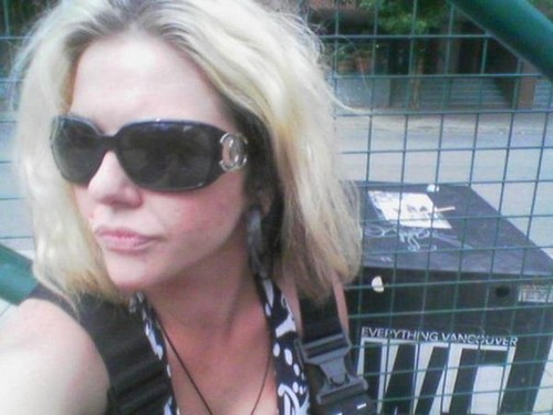 beroemdheden who died young achtergrond with sunglasses entitled Ashley Rogers -ashleigh aston moore(September 30, 1981 – December 10, 2007)