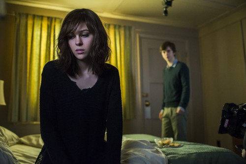 "Bates Motel wallpaper with a living room called Bates Motel ""Crazy"" (3x09) promotional picture"