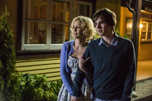 "Bates Motel wallpaper probably with a street and a front porch entitled Bates Motel ""Crazy"" (3x09) promotional picture"