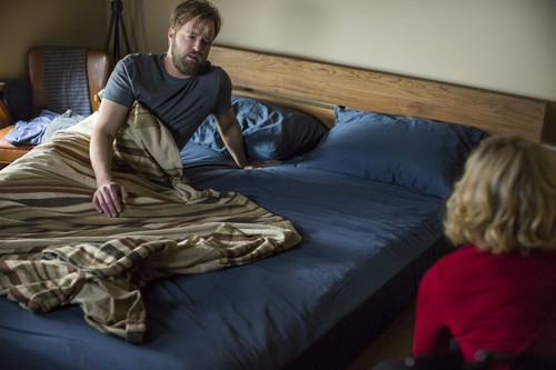 "Bates Motel karatasi la kupamba ukuta containing a bedroom, a twin bed, and a boudoir called Bates Motel ""Norma Louise"" (3x06) promotional picture"