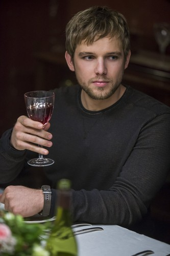 "Bates Motel karatasi la kupamba ukuta probably with a vodka martini, a mimosa, and a martini called Bates Motel ""The Last Supper"" (3x07) promotional picture"