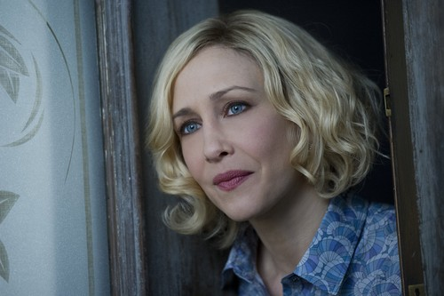 "Bates Motel karatasi la kupamba ukuta containing a portrait titled Bates Motel ""The Last Supper"" (3x07) promotional picture"
