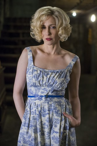 "Bates Motel karatasi la kupamba ukuta possibly containing a cocktail dress called Bates Motel ""The Pit"" (3x08) promotional picture"