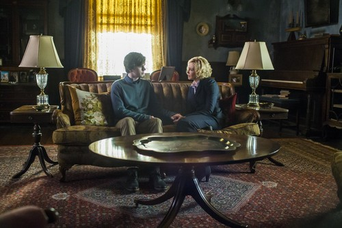 "Bates Motel karatasi la kupamba ukuta containing a drawing room titled Bates Motel ""Unconscious"" (3x10) promotional picture"