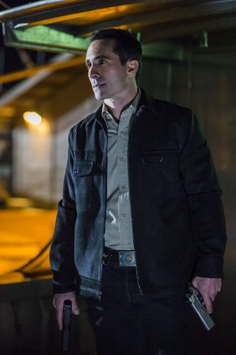 "Bates Motel karatasi la kupamba ukuta containing a business suit and a well dressed person called Bates Motel ""Unconscious"" (3x10) promotional picture"