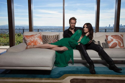 outlander série de televisão 2014 wallpaper with a couch, a living room, and a family room entitled Caitriona Balfe and Sam Heughan on Emmy Magazine Cover