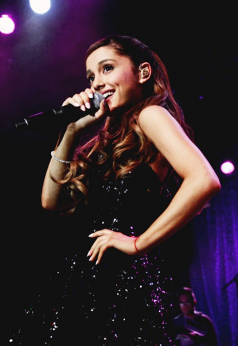 Victorious wallpaper containing a concert and a guitarist titled Cat Valentine