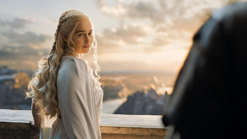Daenerys Targaryen پیپر وال possibly with a business suit and a well dressed person titled Daenerys Targaryen Season 5