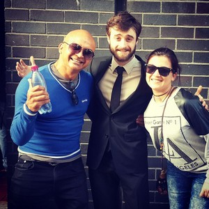 Daniel Radcliffe with Fans in cape town (Fb.com/DanielJacobRadcliffeFanClub)