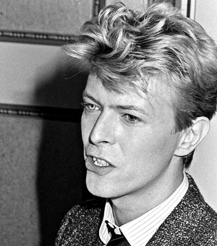 acteurs les plus canons fond d'écran with a business suit called David Bowie