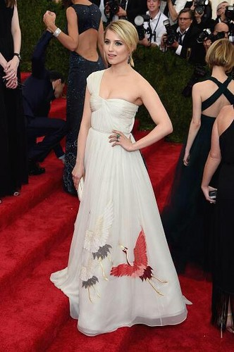 Dianna Agron fondo de pantalla with a gown, a bridesmaid, and a bridal vestido titled Dianna Agron 2015 Met Gala