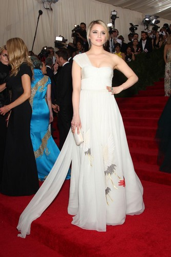 Dianna Agron wallpaper with a gown entitled Dianna Agron 2015 Met Gala