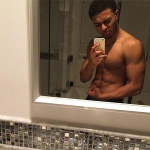 Diggy's beautiful body in the mirror