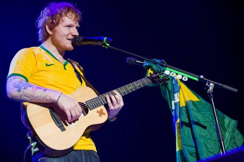 Ed Sheeran wallpaper with a guitarist and a concert titled Ed in Brazil