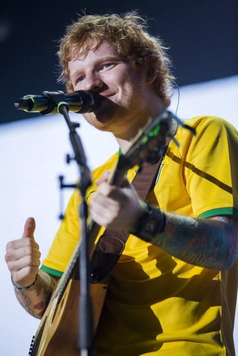 Ed Sheeran wallpaper probably with a concert, a guitarist, and a drummer entitled Ed in Brazil