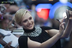 Elizabeth Olsen selfie Red Carpet at Avengers Age of Ultron UK Premiere