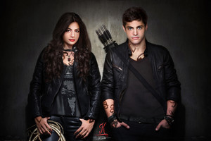 Emeraude Toubia and Matthew Daddario as Isabelle and Alec