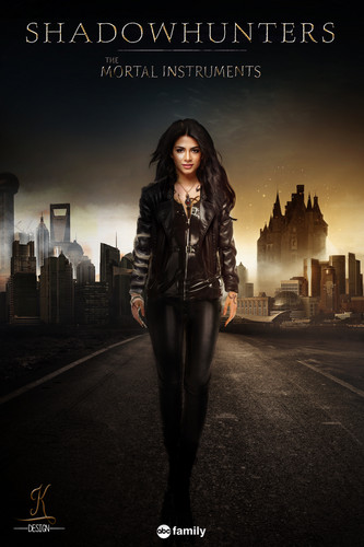 Shadowhunters TV Show wallpaper with a business suit entitled Emeraude Toubia as Isabelle