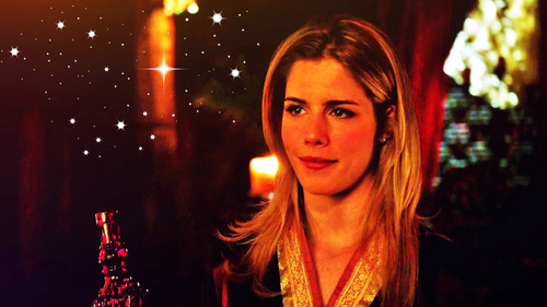Emily Bett Rickards Hintergrund probably containing a portrait called Emily Bett Rickards as Felicity Smoak Hintergrund