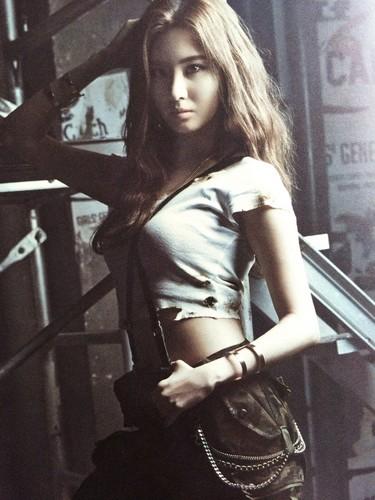 गर्ल्स जेनरेशन/एस एन एस डी वॉलपेपर with hosiery, a hip boot, and bare legs titled Girls' Generation 소녀시대 少女時代 - Catch Me If आप Can