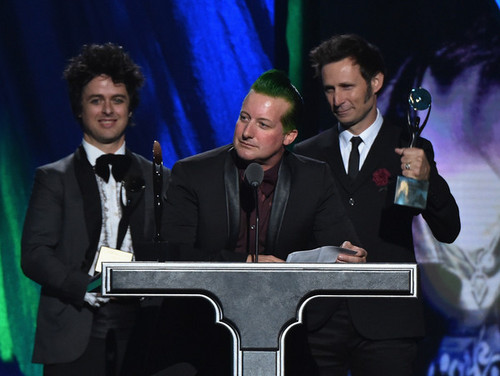 Green Day wallpaper with a business suit and a suit called Green Day Speaking @ the 30th Annual Rock And Roll Hall Of Fame Induction Ceremony