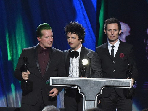 Green Day wallpaper possibly containing a business suit called Green Day Speaking @ the 30th Annual Rock And Roll Hall Of Fame Induction Ceremony