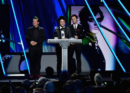 Green Day wallpaper containing a concert entitled Green Day Speaking @ the 30th Annual Rock And Roll Hall Of Fame Induction Ceremony