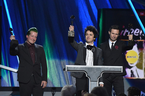 Green Day wallpaper with a concert and a business suit titled Green Day Speaking @ the 30th Annual Rock And Roll Hall Of Fame Induction Ceremony