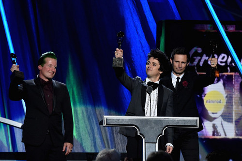Green Day wallpaper entitled Green Day Speaking @ the 30th Annual Rock And Roll Hall Of Fame Induction Ceremony